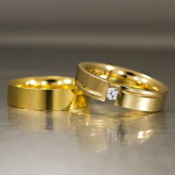 Aliança De Ouro Anatômica Com Frisos E Diamante - R  4.015,00 em ... 246a427fa6