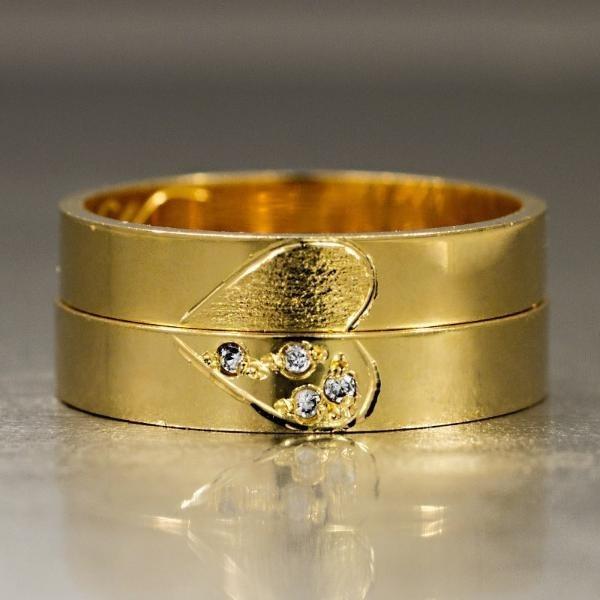 0006a7f3fc1a6 Aliança De Ouro Detalhe Fosco Acabamento Liso Com Diamante - R ...