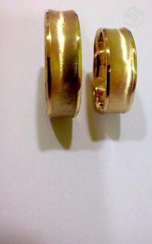 aliança  ostentação em ouro 18 k 750, reta, boleada