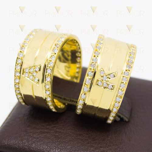 alianças de casamento em ouro com iniciais e zircônias al057