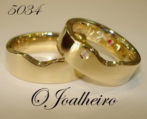 34c5a9210f8b1 Alianças Em Ouro Diamantes