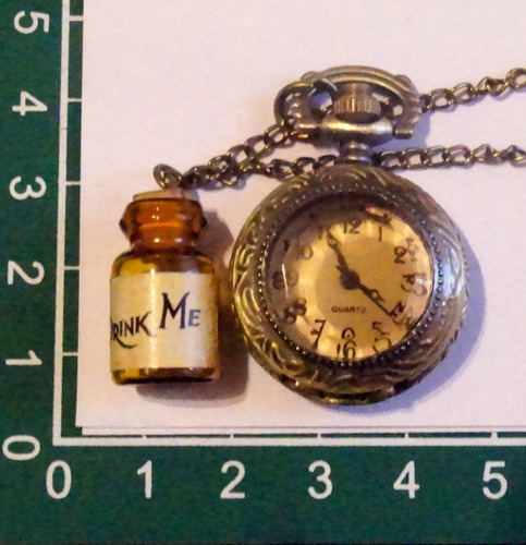 alice in wonderland conejo drink me con botella reloj dije