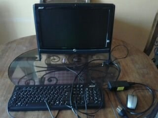 all in one acer poco uso 18.5', con mesa y regulador