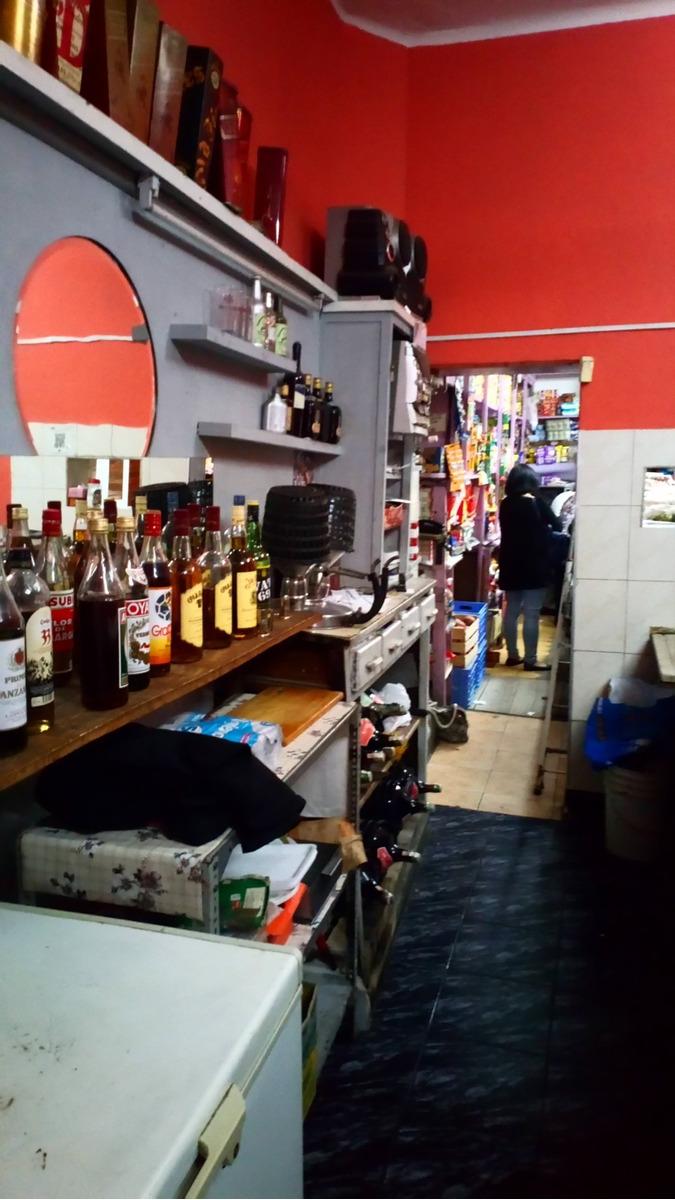 almacén  y bar en brazo oriental