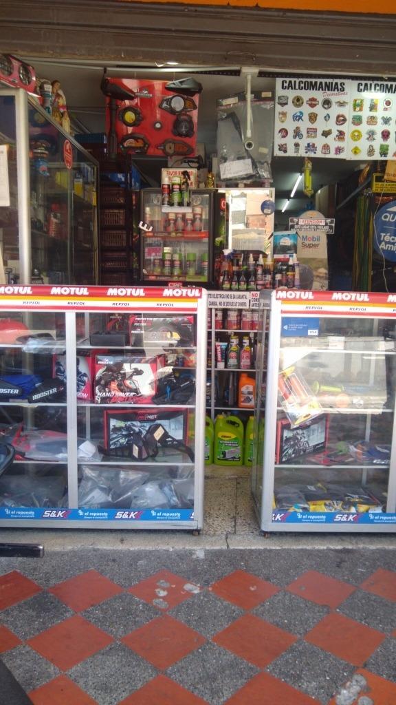 almacén y taller de motos