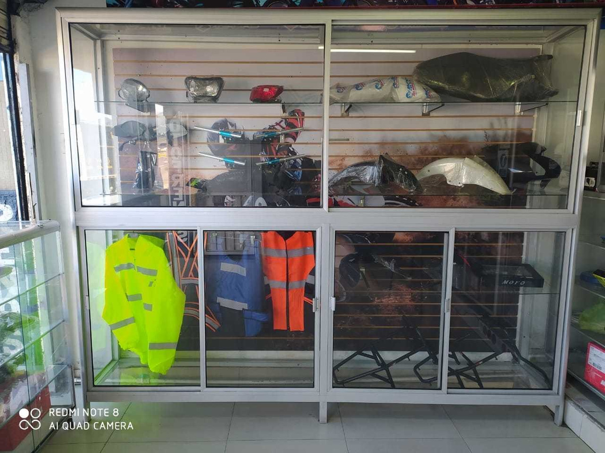 almacén y taller de motos akt