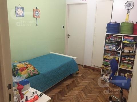 almagro. departamento  4 ambientes con balcón y dependencia. alquiler temporario sin garantía.