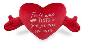 e1fe8cdae87a97 Almofada Coração Com Mãos Eu Te Amo