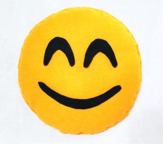 almofada emogi  feliz
