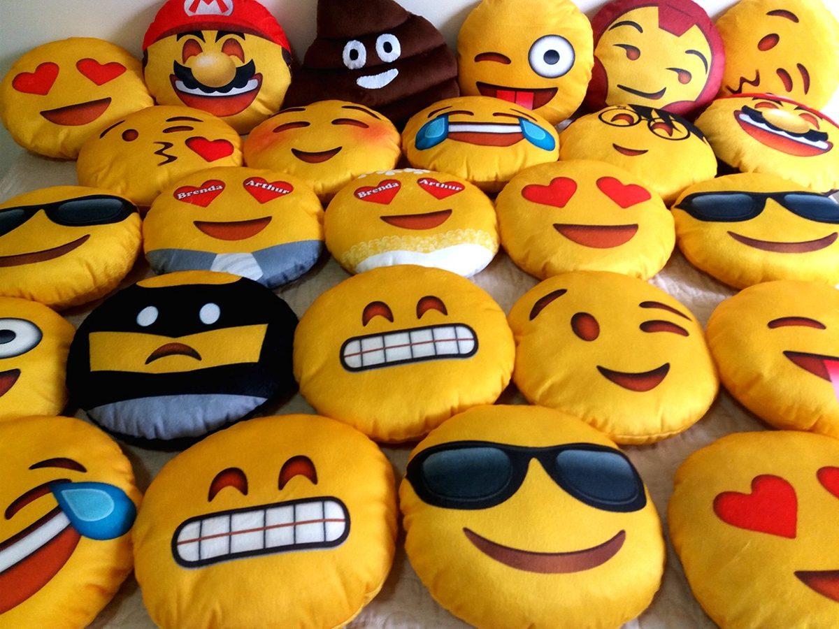 Almofada Emoji Apaixonado Whatsapp Frete Gr225tis R 3940  : almofada emoji apaixonado whatsapp frete gratis DNQNP552511 MLB20557305457012016 F from produto.mercadolivre.com.br size 1200 x 900 jpeg 179kB