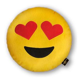3b18e7fa9e38e2 Almofada Emoji Pelúcia Bordada Emoticon Apaixonada + Modelos