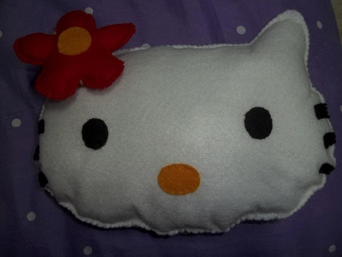 almofada hello kitty e outros personagens