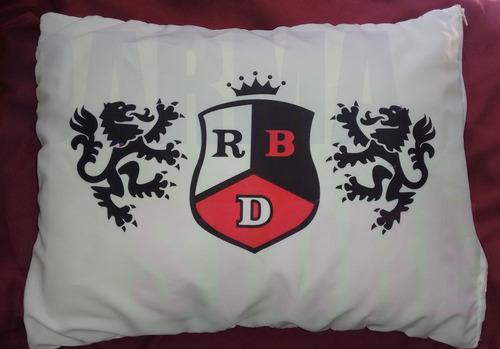 almofada rebelde rbd 35x30 cm com enchimento