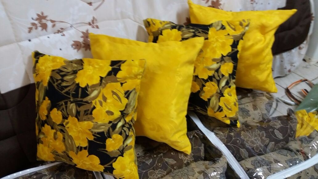 3993a178b42937 Kit Almofadas 4 Pcs Ja Com Enchimento Cor Amarelo Almofada
