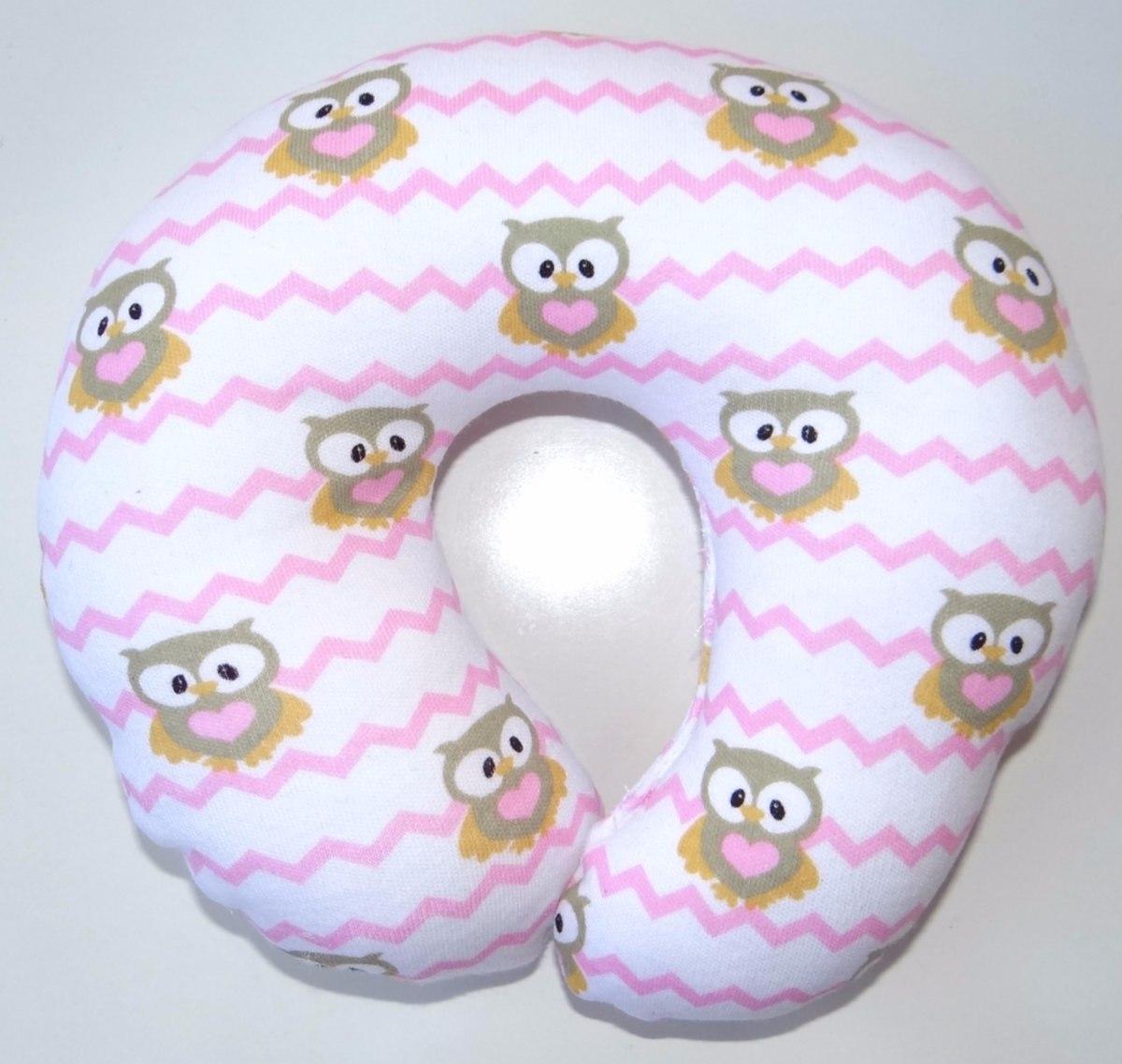 Producto de alta calidad. Bonita almohada para bebé con el centro cóncavo para prevenir el síndrome de la cabeza plana. Suave y agradable para la piel del bebé, y acolchada un para mayor confort.