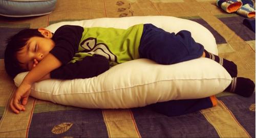 almohada ergonómica para niños