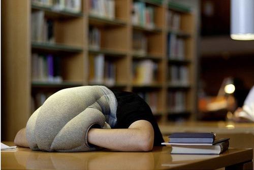almohada  ostrich pillow duerme donde quieras
