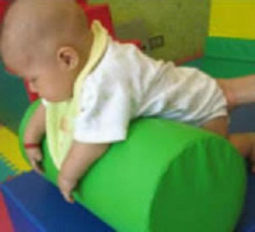 almohadita de rrodillo para estimulacion temprana del bb