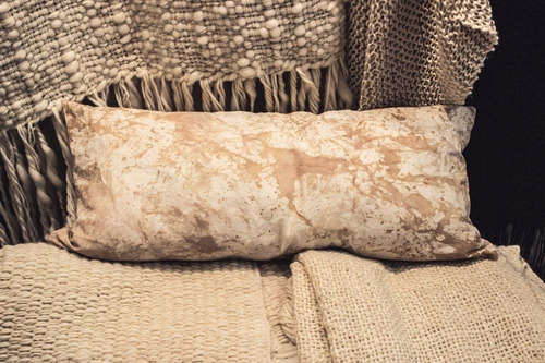 almohadon batik manchas artisticas ahuana deco