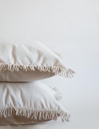 almohadón con flecos 50x50cm
