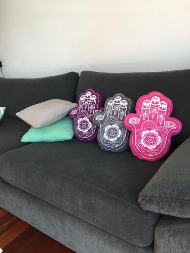almohadon decorativo hamsa mano de fatima