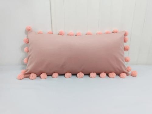 almohadon en pana terciopelo con pompones