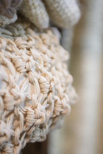 almohadón rococo hilo tejido romantico ahuana deco