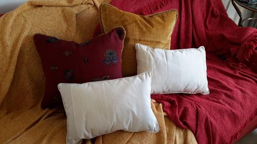 almohadones decorativos (distintos géneros y medidas)