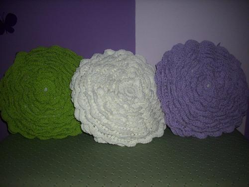 almohadones flor (tejidos al crochet)