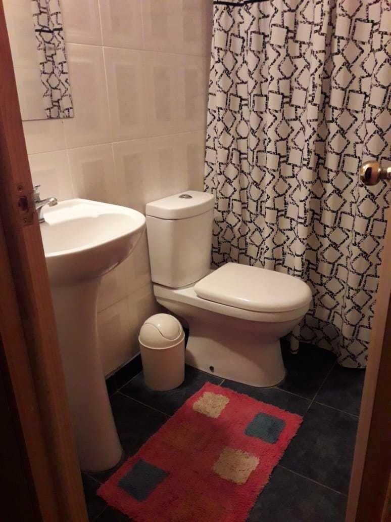 alojamiento con baño privado para 2-3 personas