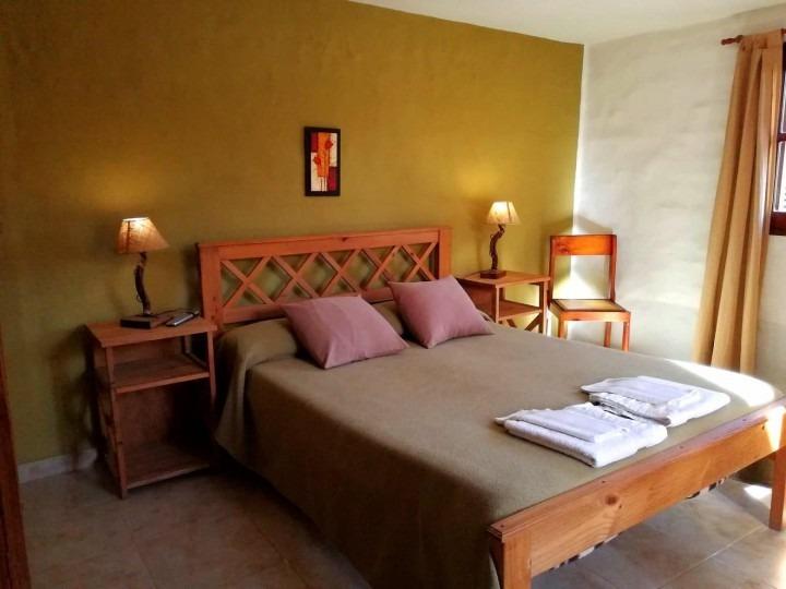 alojamiento posada hotel habitaciones dobles baño privado