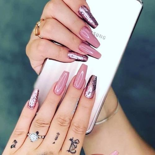 alongamento de unhas e também manicure e pedicure tradiciona