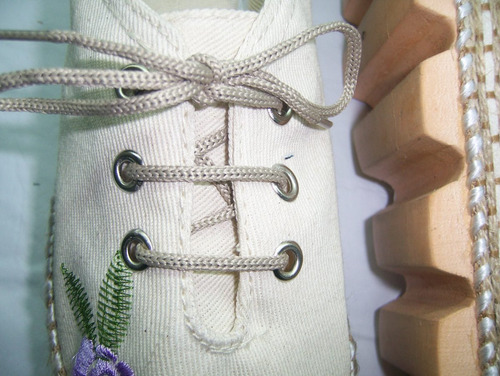 alpargatas acordonadas bordadas con plataforma 4 cm