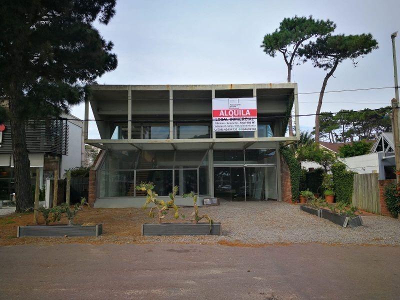 alquila local en av italia design district punta del este