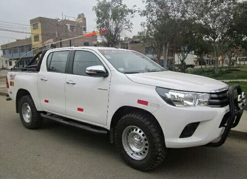 alquilamos toyota hilux 2017 np300 2017