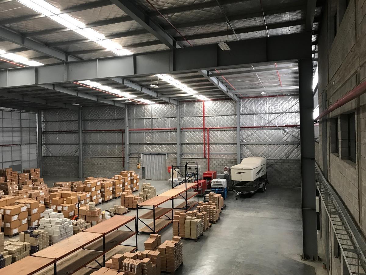 alquiler 2500 m2 galpón a   polo industrial ezeiza