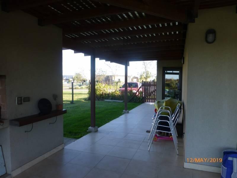 alquiler amoblado y equipado!! casa en una planta a la laguna. luminosa y funcional