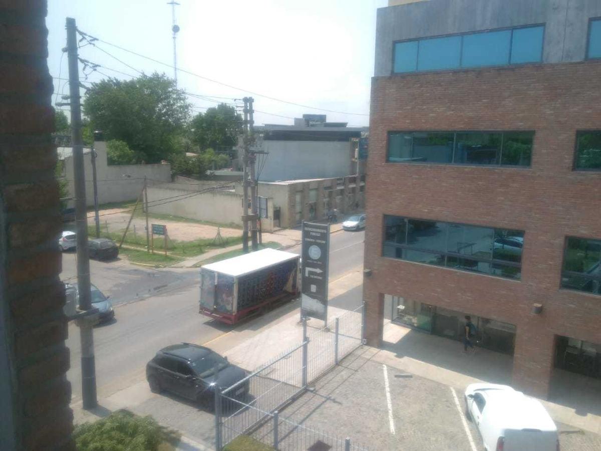 alquiler amplia oficina de 72m2 office park norte,pilar