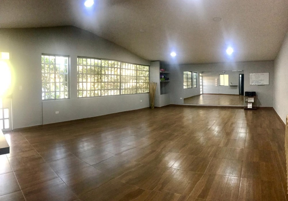 alquiler amplio salón para oficina o bodega