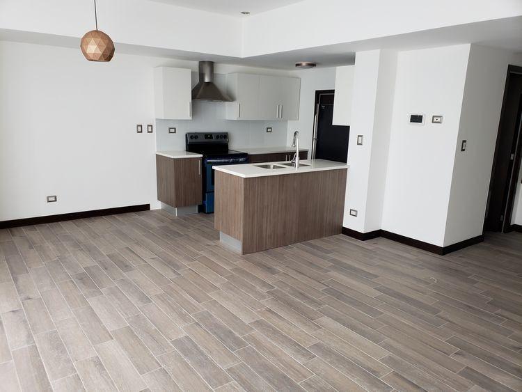 alquiler amplio y còmodo apartamento zona 16 de 2 niveles