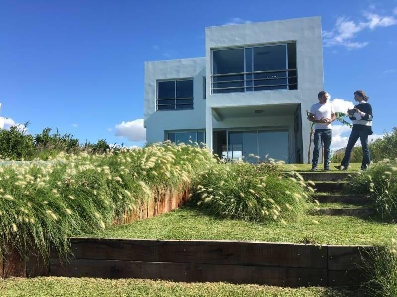 alquiler anual - casa moderna minimalista de excelente calidad a estrenar al lago  en castanos, nord