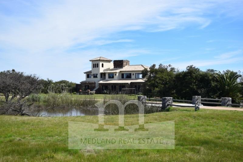 alquiler anual preciosa vista a la laguna y la reserva natural- ref: 3