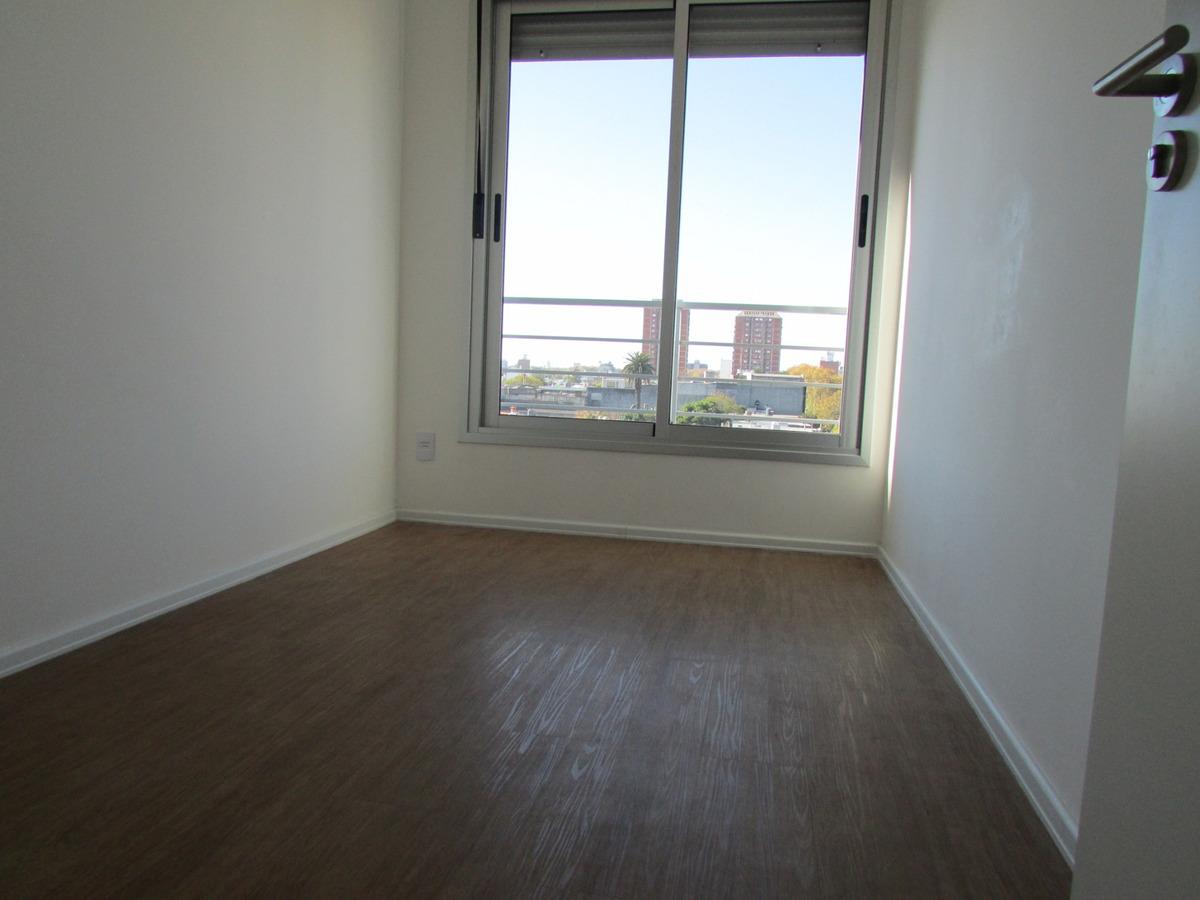 alquiler apartamento 2 dormitorios, frente, piso alto.