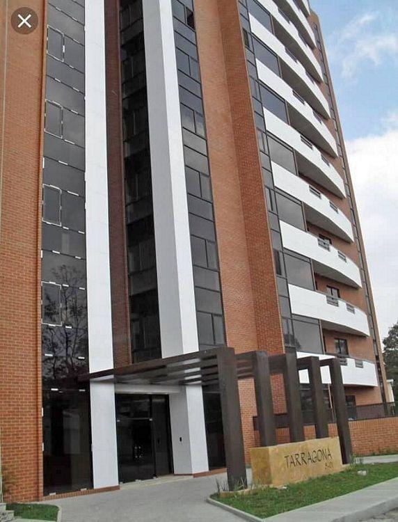 alquiler apartamento zona 15 dos pisos, 2 habitaciones