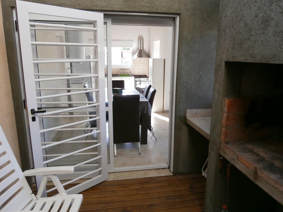 alquiler casa 2 dormitorios en las gaviotas a 600mts del mar