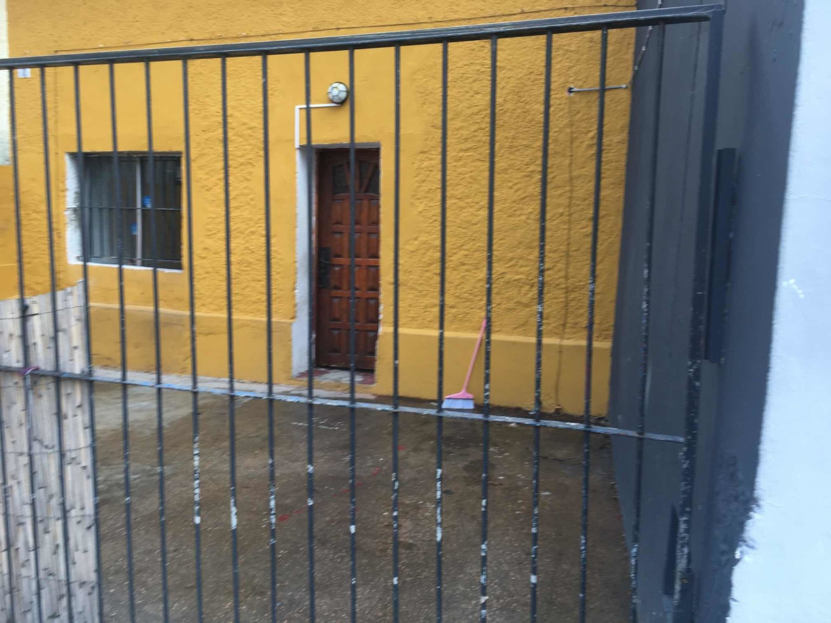 alquiler casa 2 dormitorios entrada auto con rejas