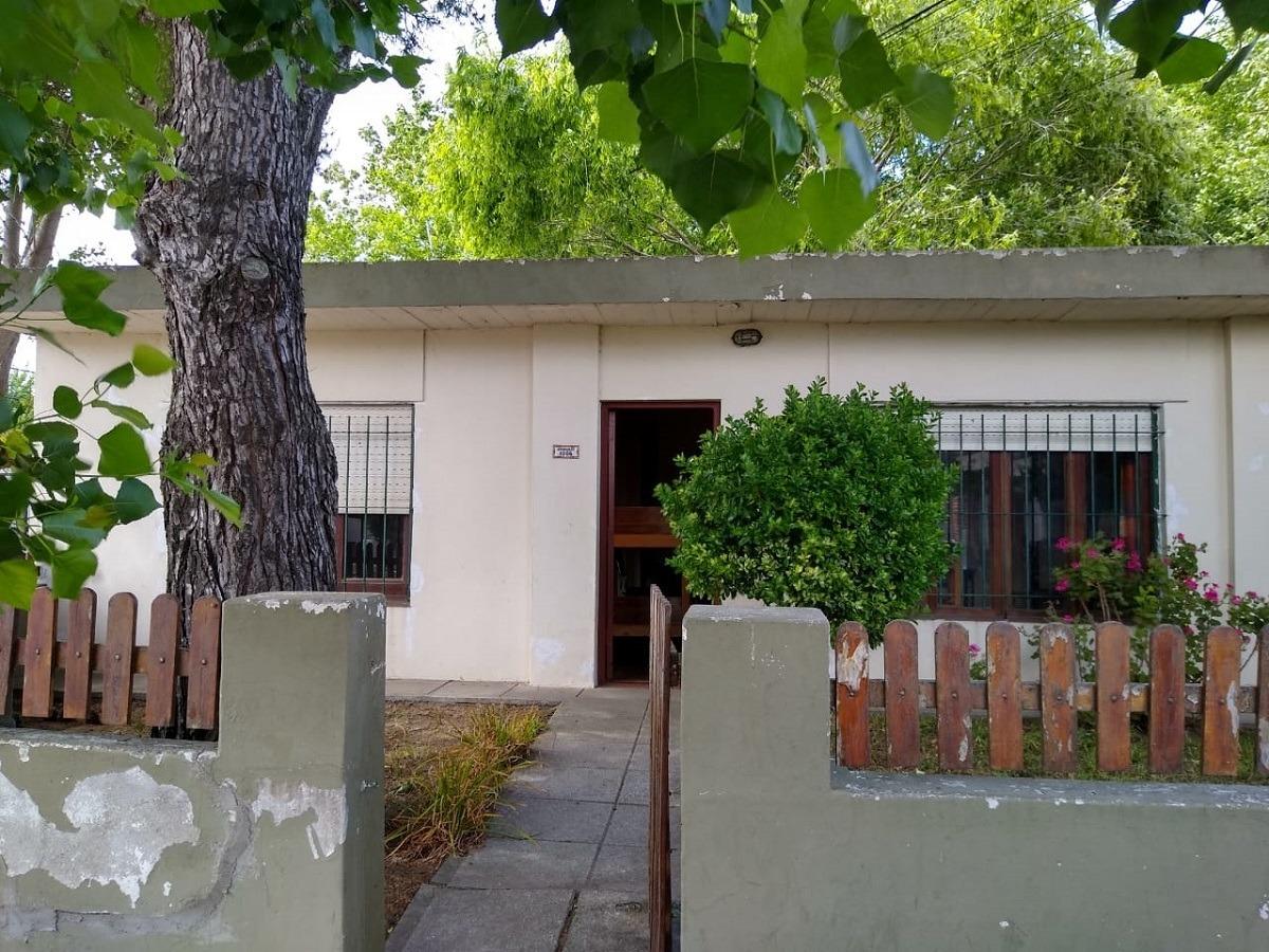 alquiler casa 3 ambientes a 7 cuadras del centro.