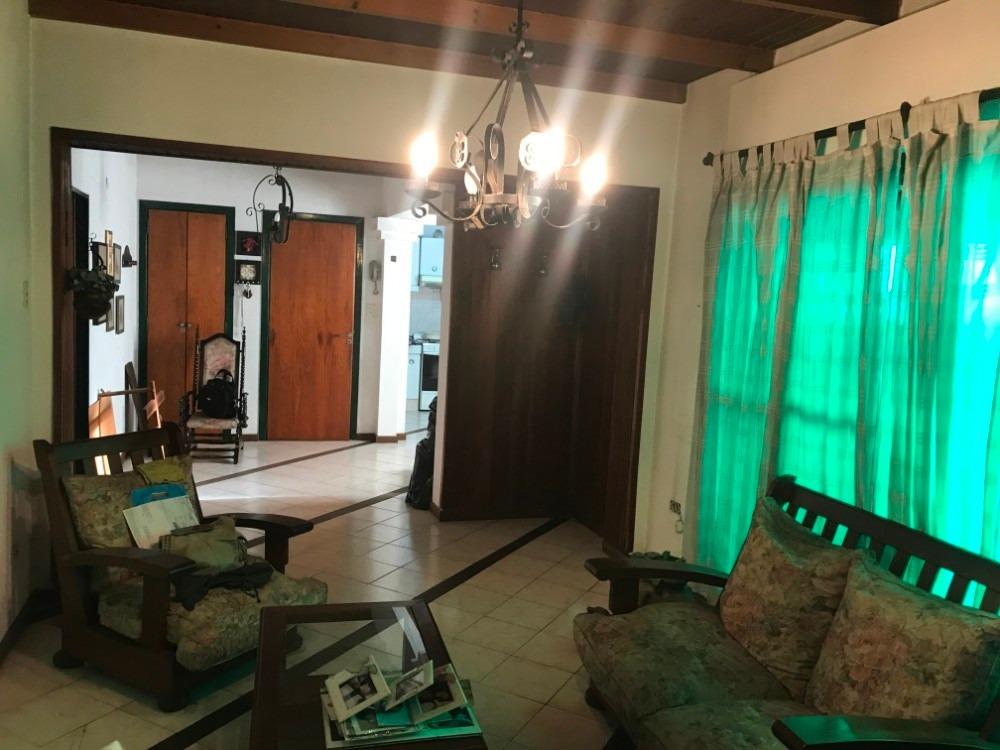 alquiler casa 4 amb con patio parrilla y terraza. excelente