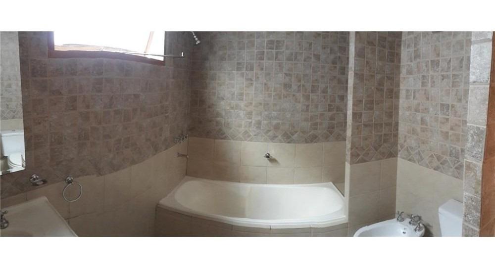 alquiler casa 4 ambientes, moreno 700, con cochera, r. mejía