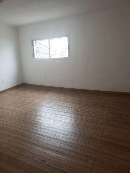 alquiler casa al fondo en capurro. 3 dormitorios. cochera